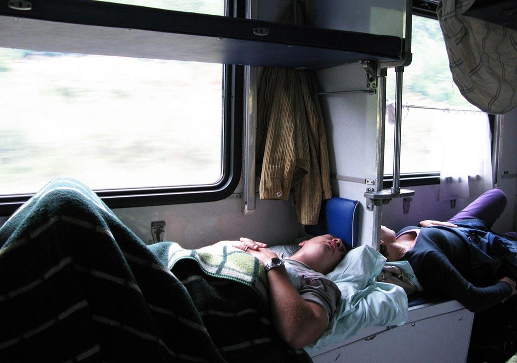 занятий фотографии спящих пассажиров в поездах казахском языке стихах