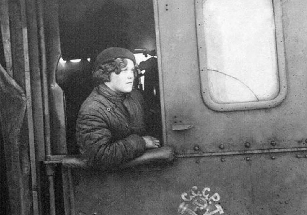 Чтобы помнили… Стальные магистрали и война: история героической железнодорожницы Елены Чухнюк
