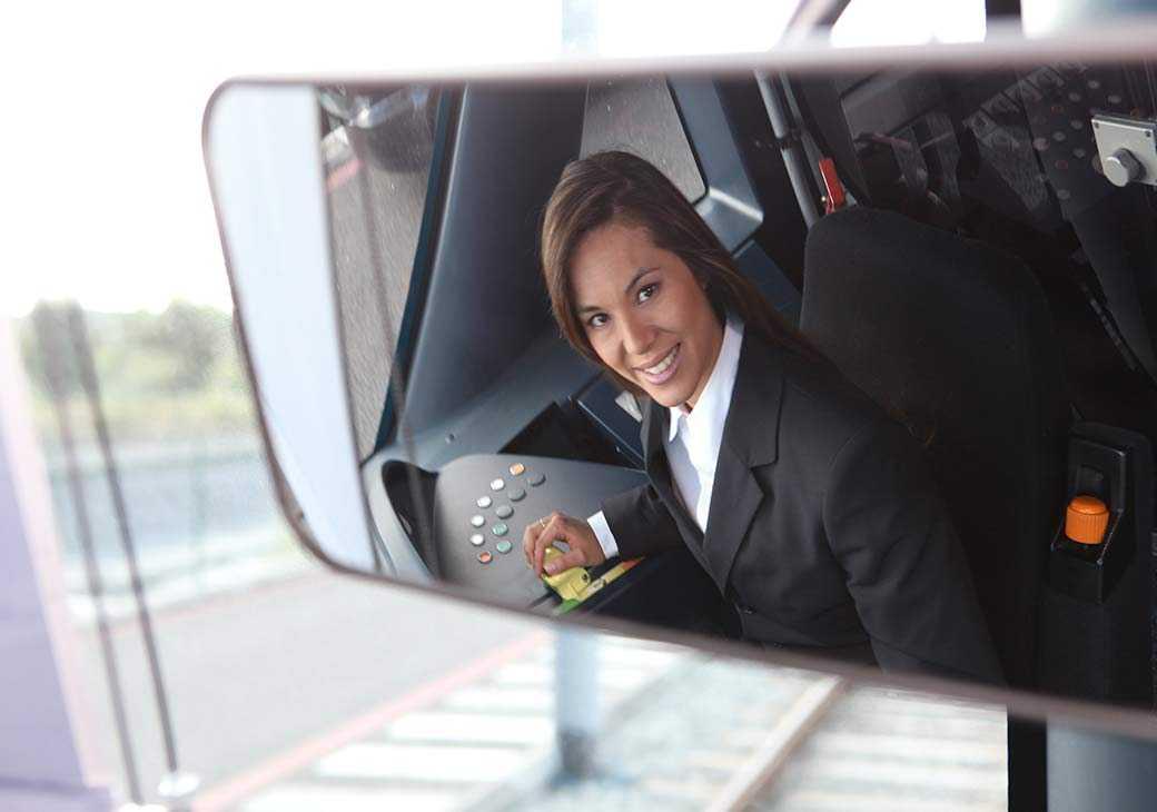 В РЖД готовятся к обучению женщин управлению поездами